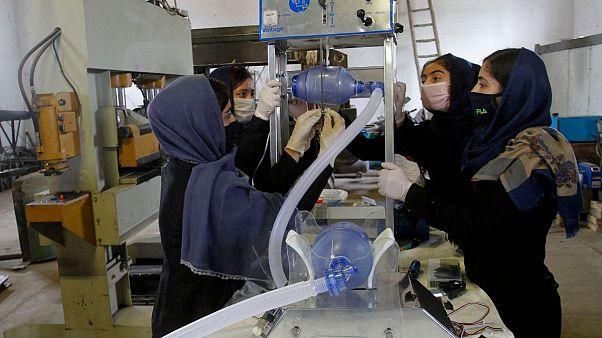 دختران دانشآموز در افغانستان از قطعات خودرو دستگاه تنفسمصنوعی ساختند