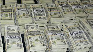 سيدة أمريكية سحبت قليلا من المساعدة الحكومية بقيمة 1200 دولار.. وبقي في حسابها 8.5 مليون دولار