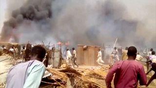 Tűz pusztított egy nigériai menekülttáborban, többen meghaltak