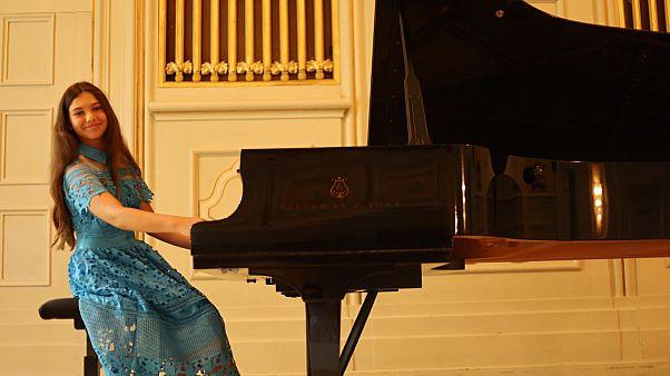 Piyanonun 'harika çocuğu' İlyun Bürkev salgına karşı müzikle umut verecek