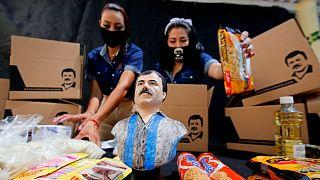 """شاهد: ابنة إمبراطور المخدرات """"إل تشابو"""" توزع المساعدات على المحتاجين خلال أزمة كورونا"""