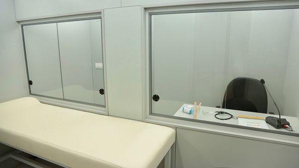Doktorları Covid-19'dan korumak için yerli 'steril triyaj kabini' geliştirildi
