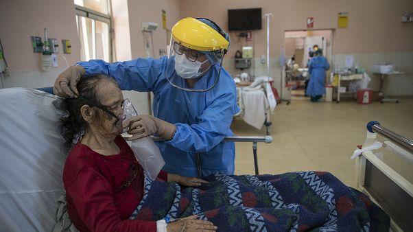بعد الرئتين والقلب.. فيروس كورونا يهاجم الدماغ ويسبب ارتباكاً ذهنياً لبعض المرضى