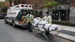 Covid-19 опустошает нью-йоркские дома престарелых