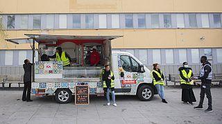 Jovens suecos lutam contra o aumento dos infetados no país