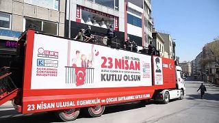 Kadıköy Belediyesi'nin 'moral bando'su sokağa çıkma yasağına takıldı: İzin almıştık