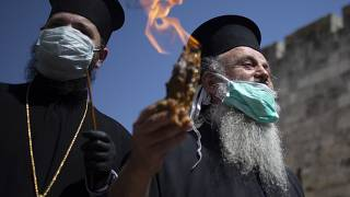 """Koronavirüs tedbirleri kapsamında halkın katılmadığı """"Kutsal Cumartesi"""" ayinine, sınırlı sayıda Ortodoks Hristiyan din adamı iştirak etti / Kudüs"""