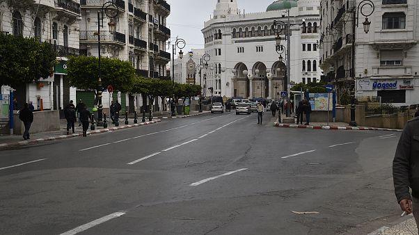 تمديد تدابير الإحتواء والحجر الصحي في الجزائر