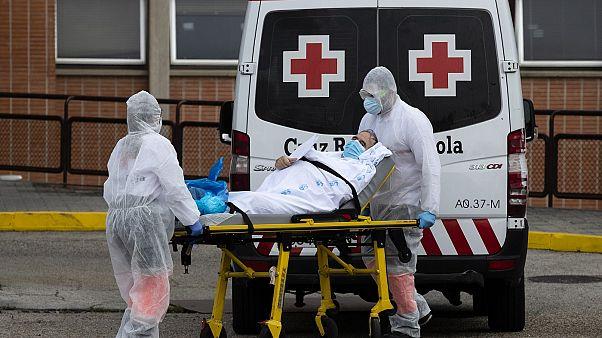España presenta sus mejores datos de fallecidos en casi un mes, con 410 decesos