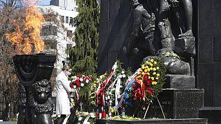 Varsavia ricorda l'eroica rivolta del ghetto e lo sterminio compiuto dai nazisti