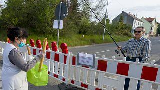 شاهد: ألمان يرفضون التخلي عن الخبز والكرواسون الفرنسي رغم إغلاق الحدود جراء كورونا