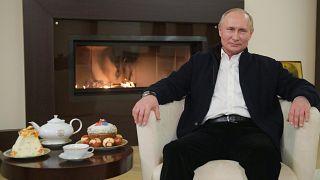 شاهد: بوتين يهنىء الروس بعيد الفصح من داخل منزله في زمن كورونا