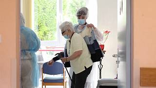 Az összes idősotthon lakóit tesztelik egy francia régióban