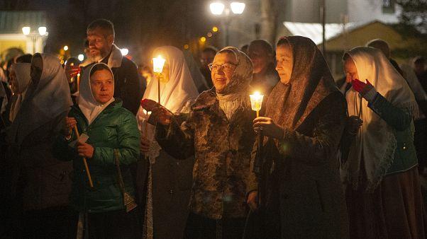 Несмотря на COVID-19, в некоторых российских городах прошли пасхальные службы