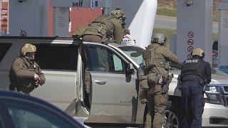 Kanada polisi, silahlı saldırı düzenleyen zanlıyı Nova Scotia'da benzin istasyonunda düzenlediği operasyonla yakaladı
