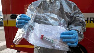 'Koronavirüsü belirti göstermeden geçirenler nedeniyle vaka sayısı sanılanın çok üstünde'