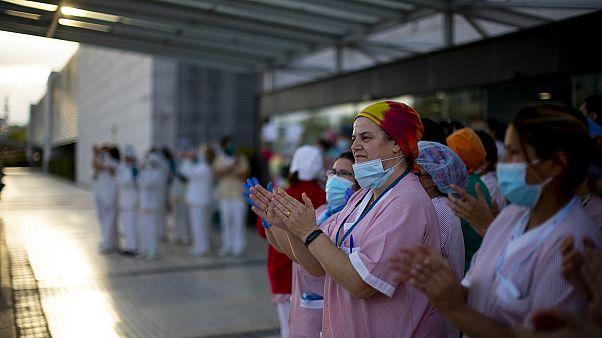 Spagna: minacce contro medici e infermieri