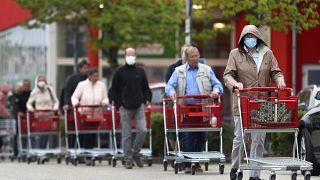 Alemania reabre los pequeños comercios en el día 1 de la era poscoronavirus