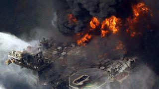 La plateforme Deepwater Horizon ravagée par les flammes, le 21 avril 2010