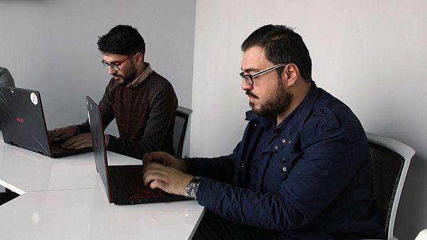 كيف تساعد الترجمات من الإنجليزية إلى العربية على معالجة المعلومات الخاطئة؟