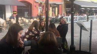 Coronavirus in Svezia: una giornata nei bar di Malmö per scoprire se la vita va avanti normalmente