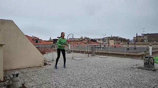 شاهد: حصص تدريبية في التنس فوق أسطح المباني في إيطاليا