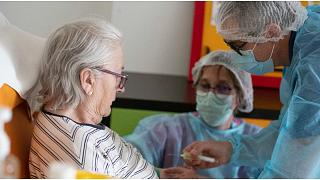 لمساعدة الطواقم الطبية في السويد.. موظفون في إجازات جبرية يلتحقون بالمستشفيات