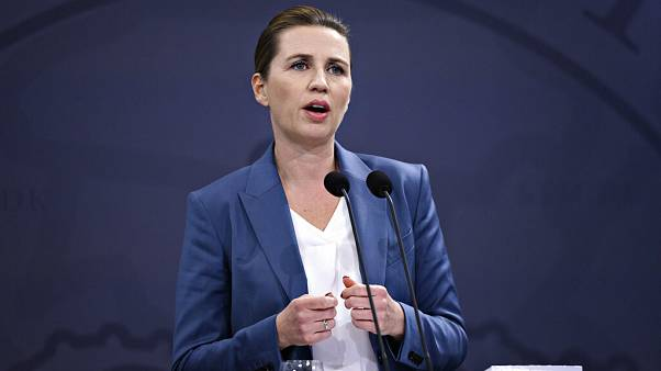 Danimarka Başbakanı Mette Frederiksen Covid-19 konusunda 14 Nisan tarihinde bilgilendirme yaparken.