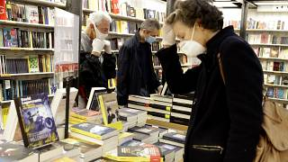Los libros como vía de escape del confinamiento: Las librerias de Roma vuelven a abrir sus puertas