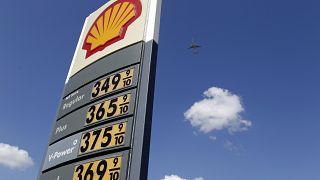 بعد إغلاقه على سعر غير مسبوق سعر برميل النفط الأميركي يقفز إلى ما فوق الصفر