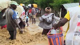 شاهد: الفيضانات تضرب شرق الكونغو وتسفر عن مقتل العشرات