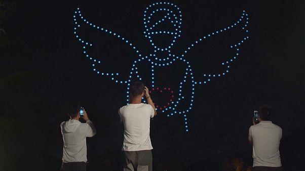 Lichtkunst mit Drohnen