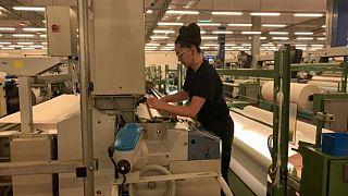 De fabricar material técnico para coches y aeronáutica a hacer mascarillas