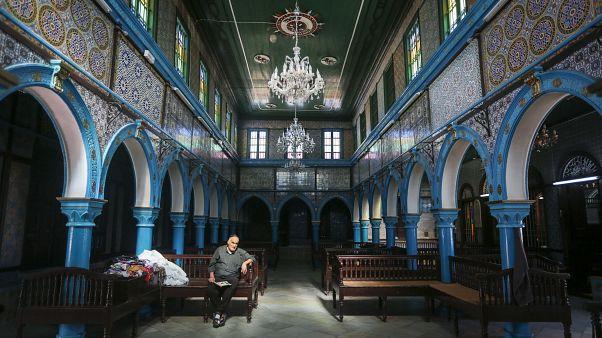 """تونس تلغي الحج اليهودي السنوي إلى كنيس """"الغريبة"""""""