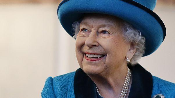 الملكة إليزابيث الثانية تحتفل بميلادها الـ94 دون مراسم رسمية وطلقات المدفع التقليدية