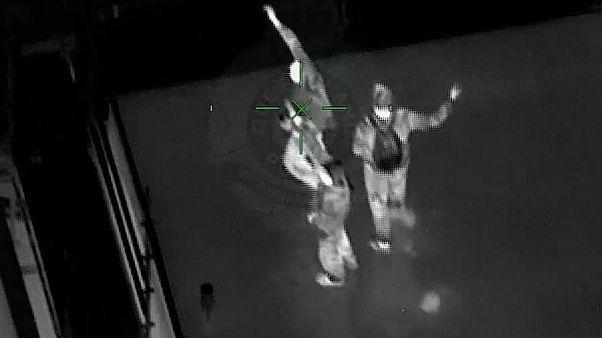 فاصلهگذاری اجتماعی؛ پلیس مچ سه شهروند متخلف را روی پشت بام گرفت