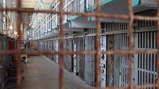 كورونا يجبر إيران على الإفراج المؤقت عن أكثر من ألف سجين أجنبي