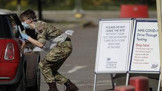 Reino Unido registra 823 fallecimientos por COVID-19, en total son 17.337