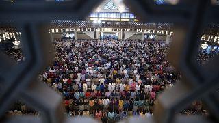 مسلمو آسيا وصعوبة الالتزام بالتباعد الاجتماعي خلال شهر رمضان