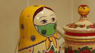 En Russie, même les matriochkas portent leur masque de protection