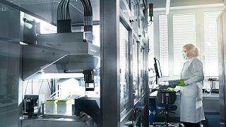 A BioNTech laborja a cég felvételén
