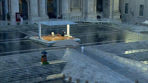 Le messe al tempo del coronavirus, il Papa in streaming ma la vera eucaristia non è virtuale