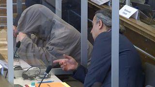 Német bíróság előtt az Aszad-rezsim két hírszerző tisztje