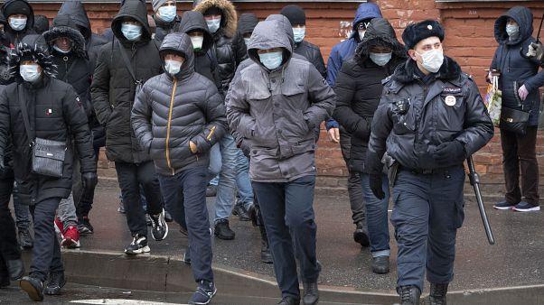 Россия не будет депортировать иностранцев во время пандемии