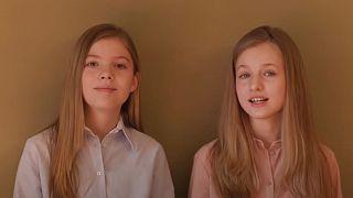 """""""Todos sois importantes"""", el mensaje solidario de las hijas del Rey de España por el COVID-19"""