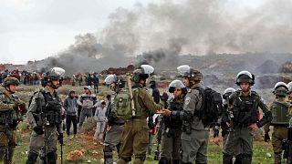 جنود إسرائيليون ينتشرون خلال مظاهرة فلسطينية ضد المستوطنات الإسرائيلية في قرية قصرا بالضفة الغربية المحتلة -2 مارس 2020.