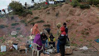مهاجرون أفارقة وصلوا إلى جزيرة ليسبوس يخضعون للحجر الصحي- 5 أبريل 2020
