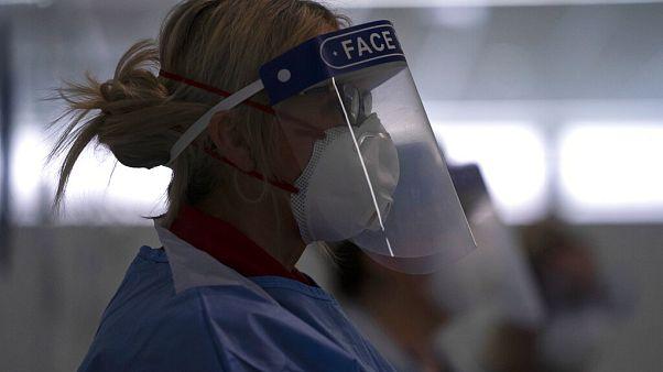 COVID-19: Ανάγκες σε εξοπλισμό προστασίας για γιατρούς και νοσηλευτές στη Βρετανία
