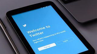 تويتر يزيل تغريدات عن منصته تتحدث عن نظرية مؤامرة تربط فيروس كورونا بشبكات الجيل الخامس