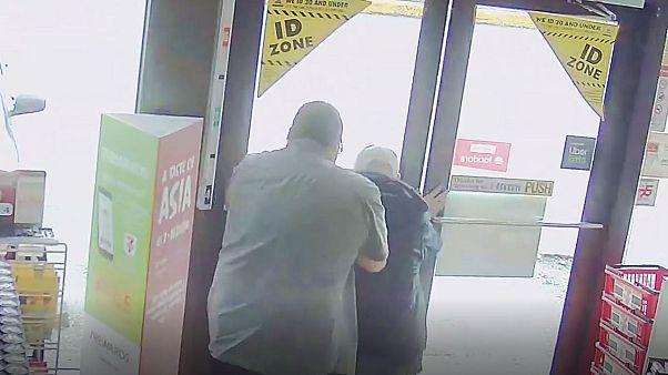 کرونا و نفرتپراکنی در کانادا؛ پلیس بهدنبال فردی که پیرمرد آسیایی را نقش بر زمین کرد